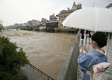"Hundreds of thousands evacuated in Japan as ""historic"" rain falls; four dead"