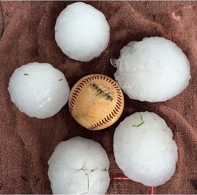 Baseball-sized hail hits North Texas, damaging 20 000 structures and 25 000 cars